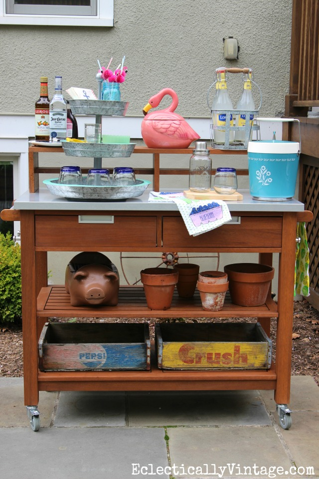 Outdoor bar cart - perfect for entertaining kellyelko.com