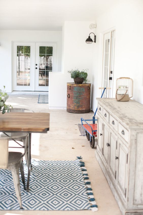 Love This Patio Filled With Eclectic Furniture And Thrift Store Vintage  Finds Kellyelko.com