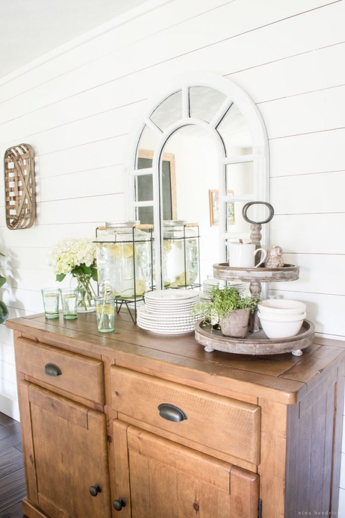 Love the shiplap planked walls in this farmhouse dining room kellyelko.com