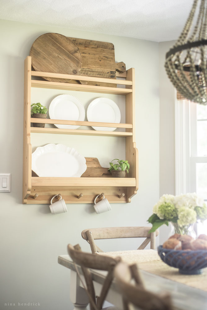 Farmhouse plate rack - perfect for displaying cutting boards kellyelko.com