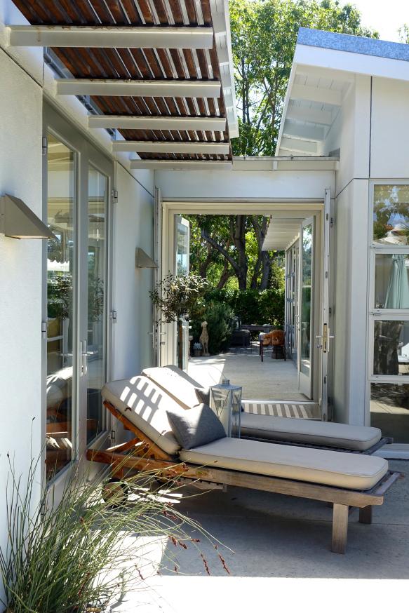 California cottage patio kellyelko.com