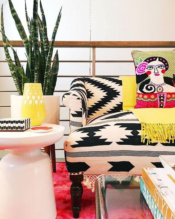 I love this black and white boho sofa! kellyelko.com