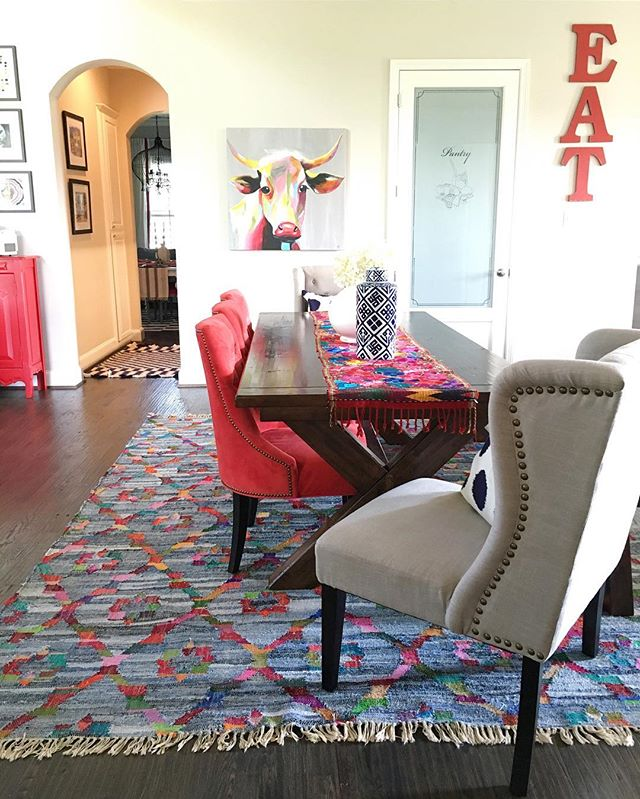 Love this mix of bold color and pattern in the dining room - that rug is gorgeous  kellyelko.com