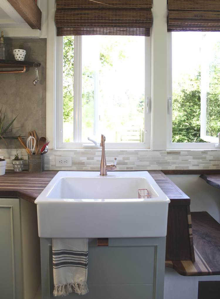 Love this farmhouse kitchen sink in this tiny house with style kellyelko.com