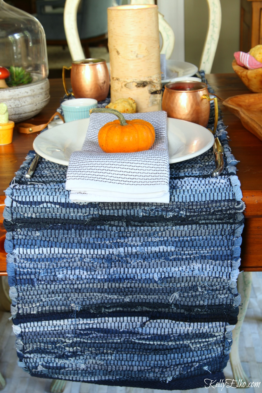 Love the texture of this nubby blue table setting for fall kellyelko.com