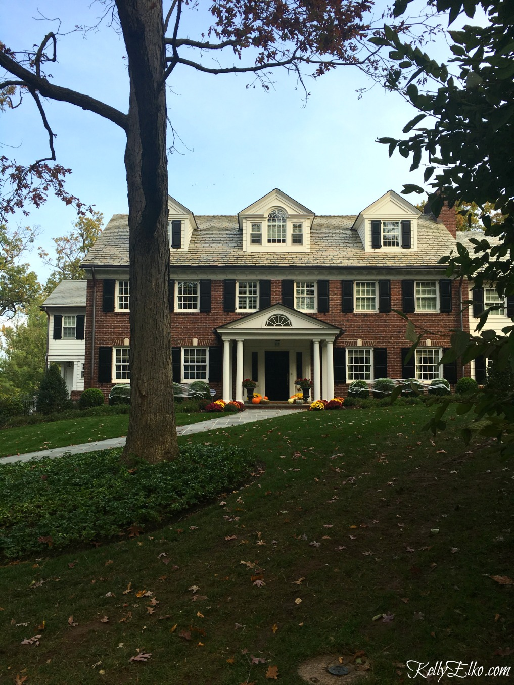 Love this classic brick colonial house - see more fall homes with curb appeal kellyelko.com