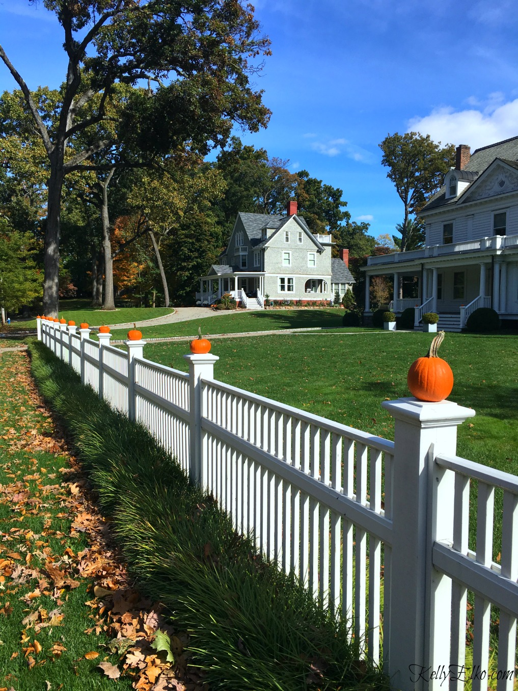 Pumpkin picket fence - see more fall homes with curb appeal kellyelko.com