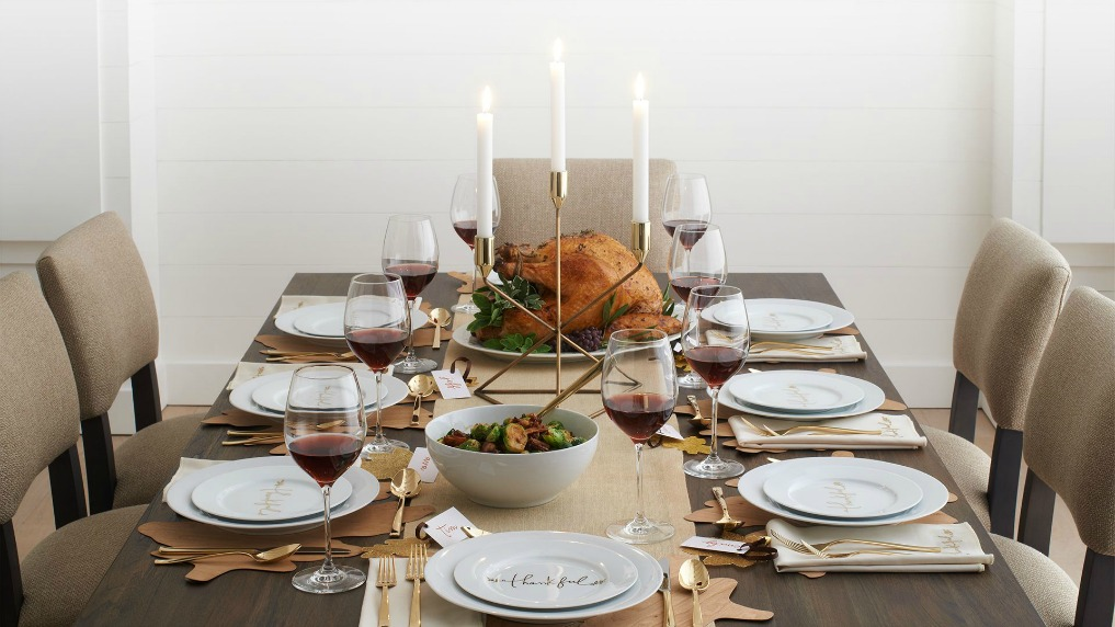 Thanksgiving tables in gold kellyelko.com