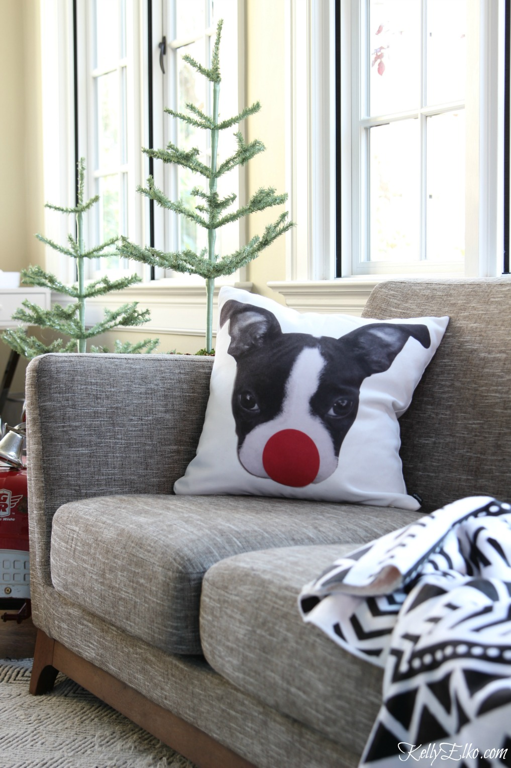 Love this adorable Boston Terrier Rudolph pillow kellyelko.com