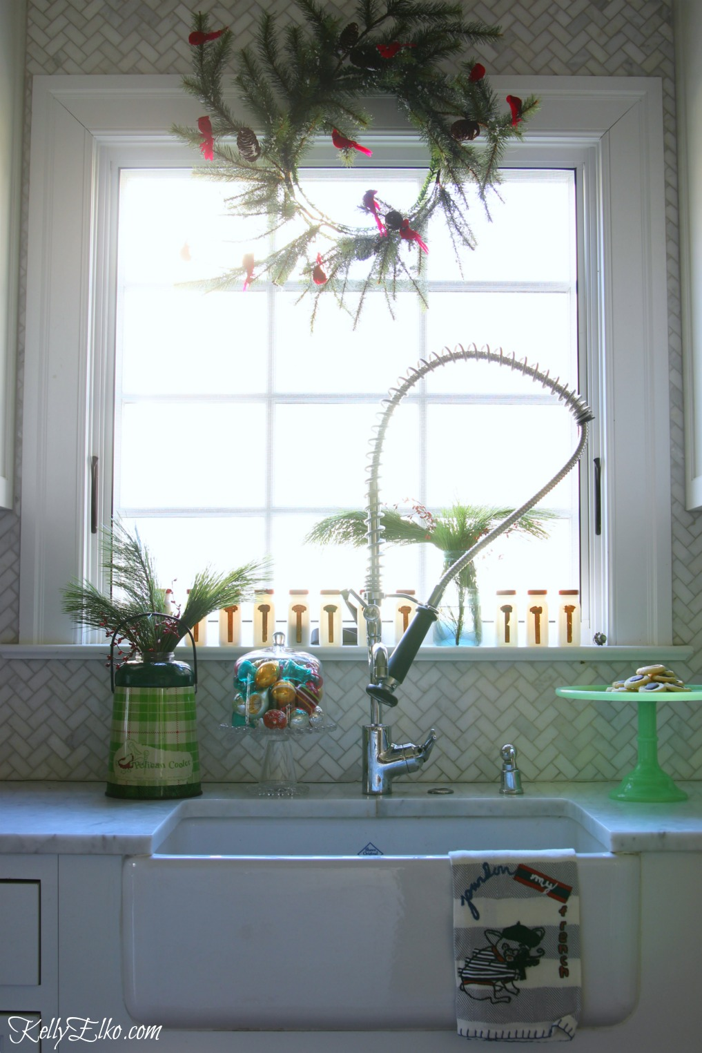 christmas-kitchen-window