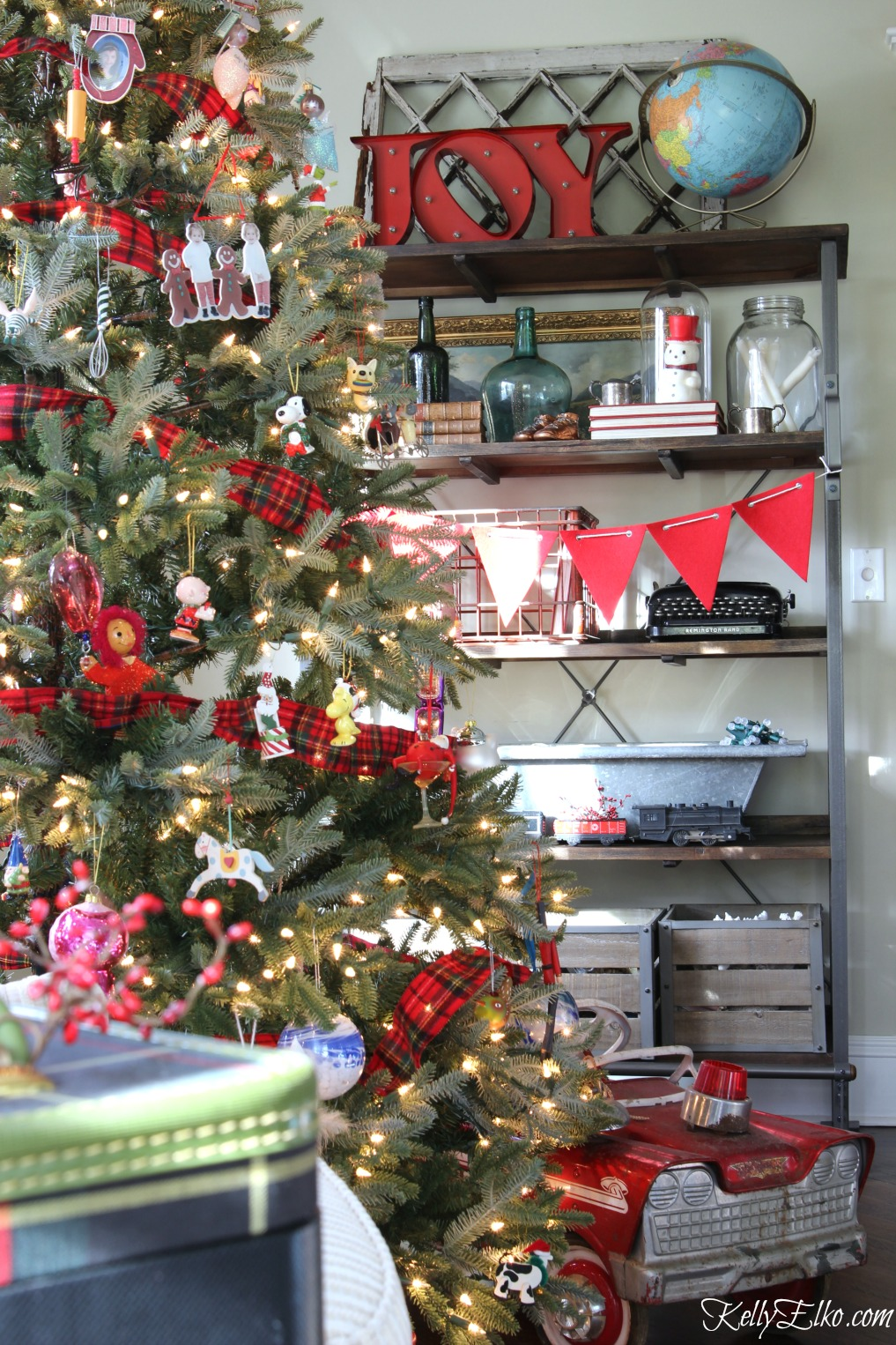 Christmas tree shelves - love the Joy to the World and vintage globe kellyelko.com