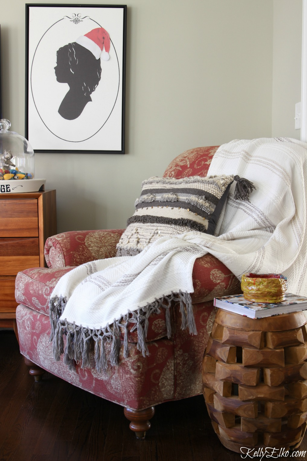 Love this cozy chair with throw and Moroccan pillow and the silhouette art with a cute little Santa hat kellyelko.com