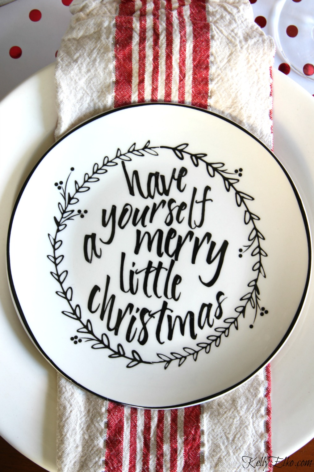 Love these graphic black and white Christmas plates with a different saying on each! kellyelko.com