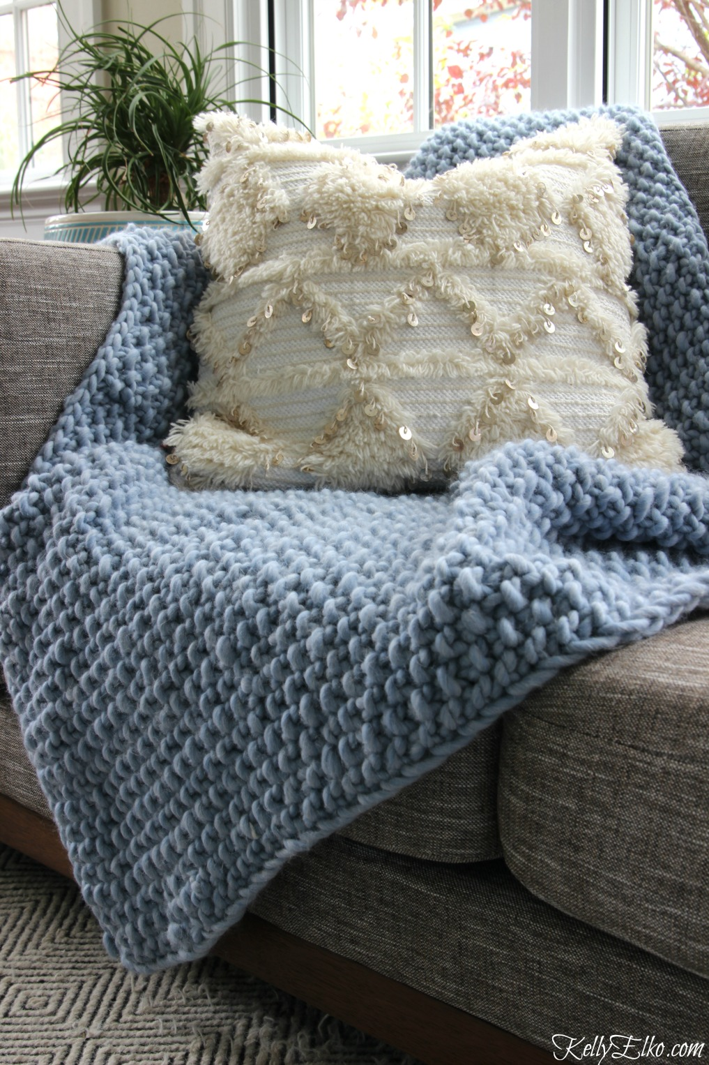 See how easy it is to learn to knit this chunky wool blanket kellyelko.com