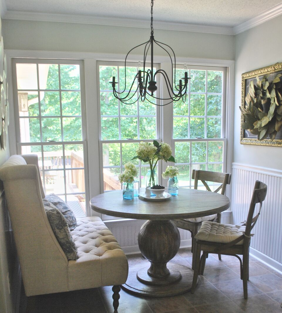 kitchen-breakfast-nook-round-table