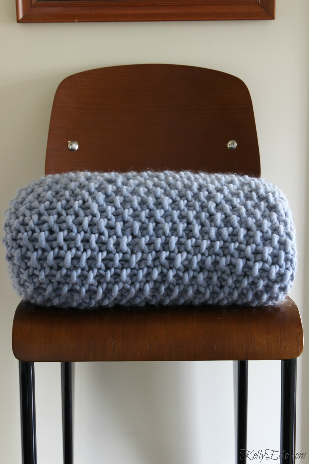Love this beautiful chunky wool blanket - see how easy it is to make your own kellyelko.com