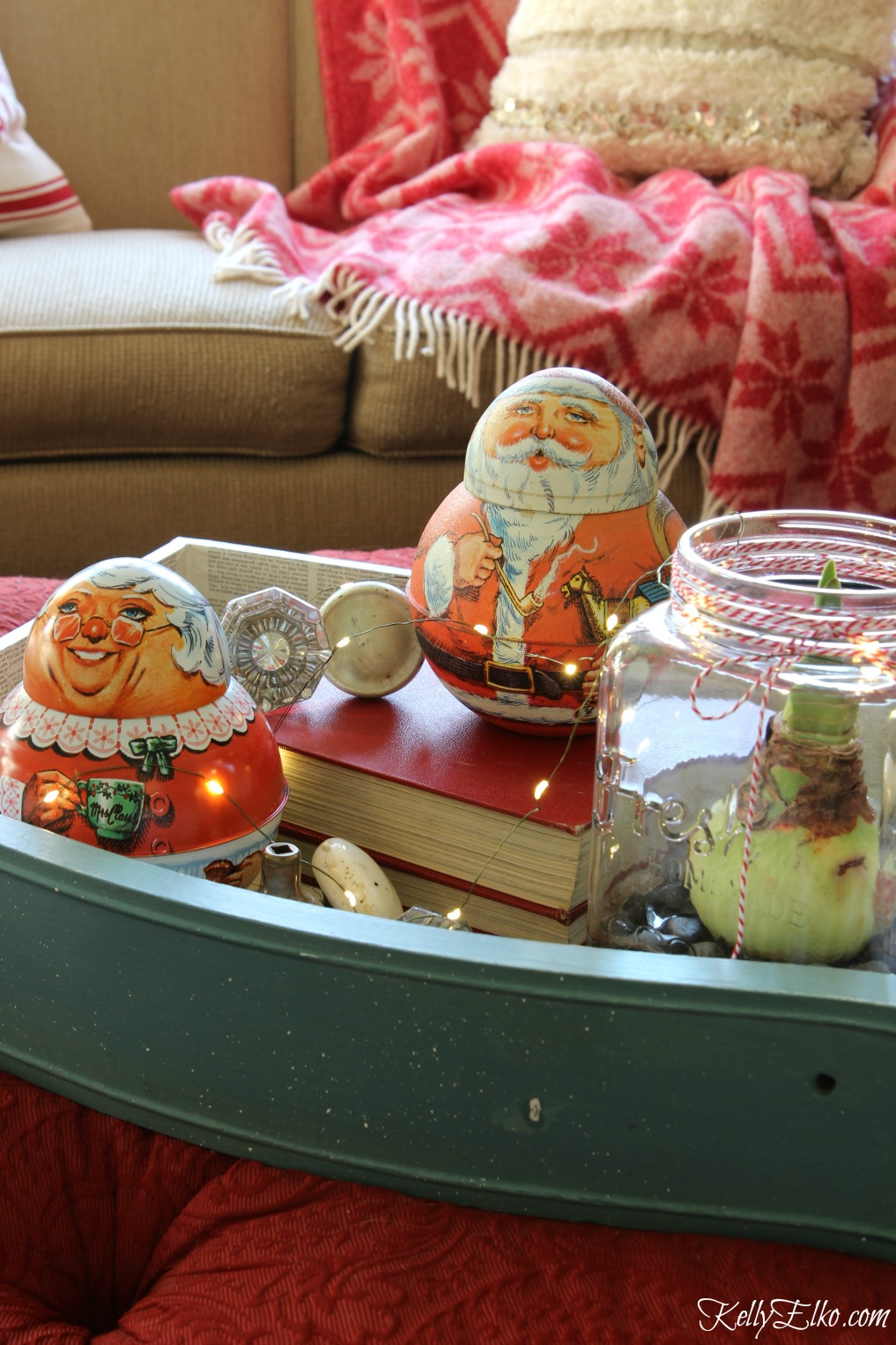 Vintage Santa and Mrs. Claus tobacco tins make the cutest Christmas centerpiece kellyelko.com