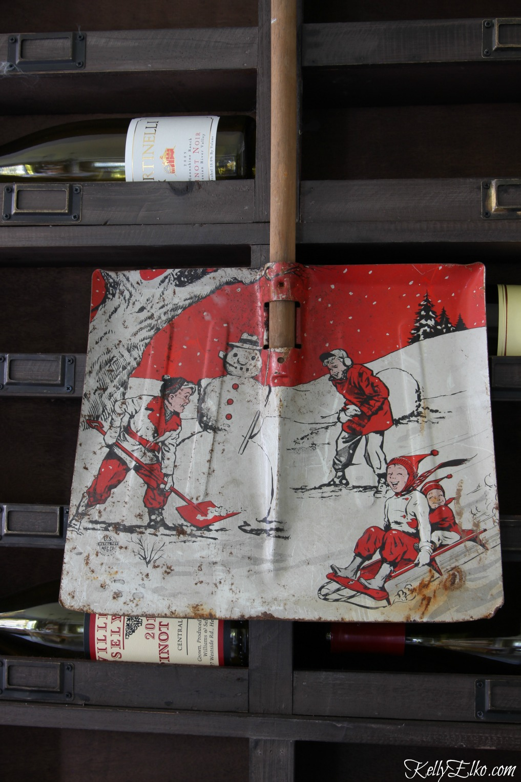 Vintage child snow shovel makes a great Christmas decoration kellyelko.com