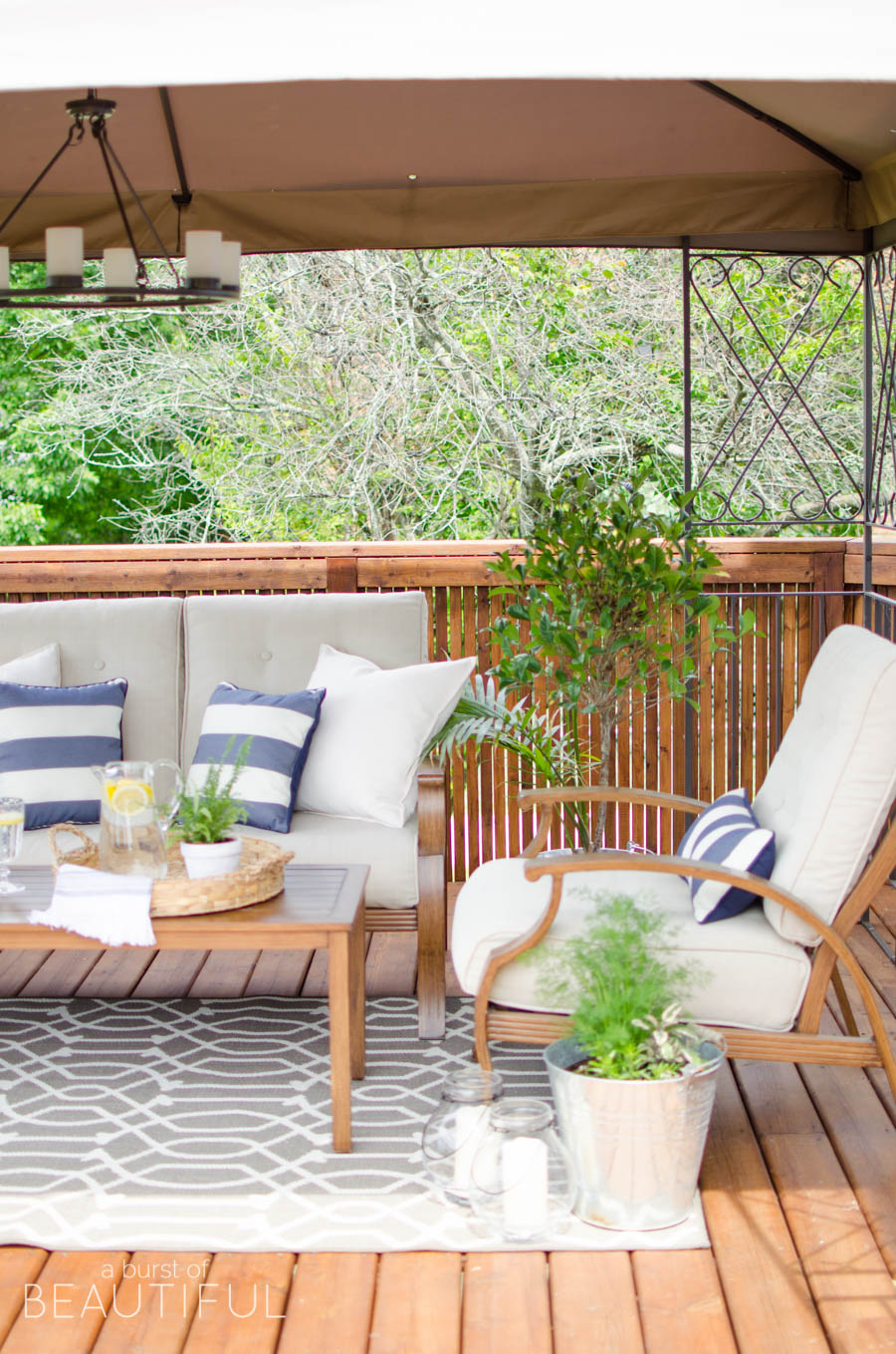 Love this cozy outdoor space and the wood furniture