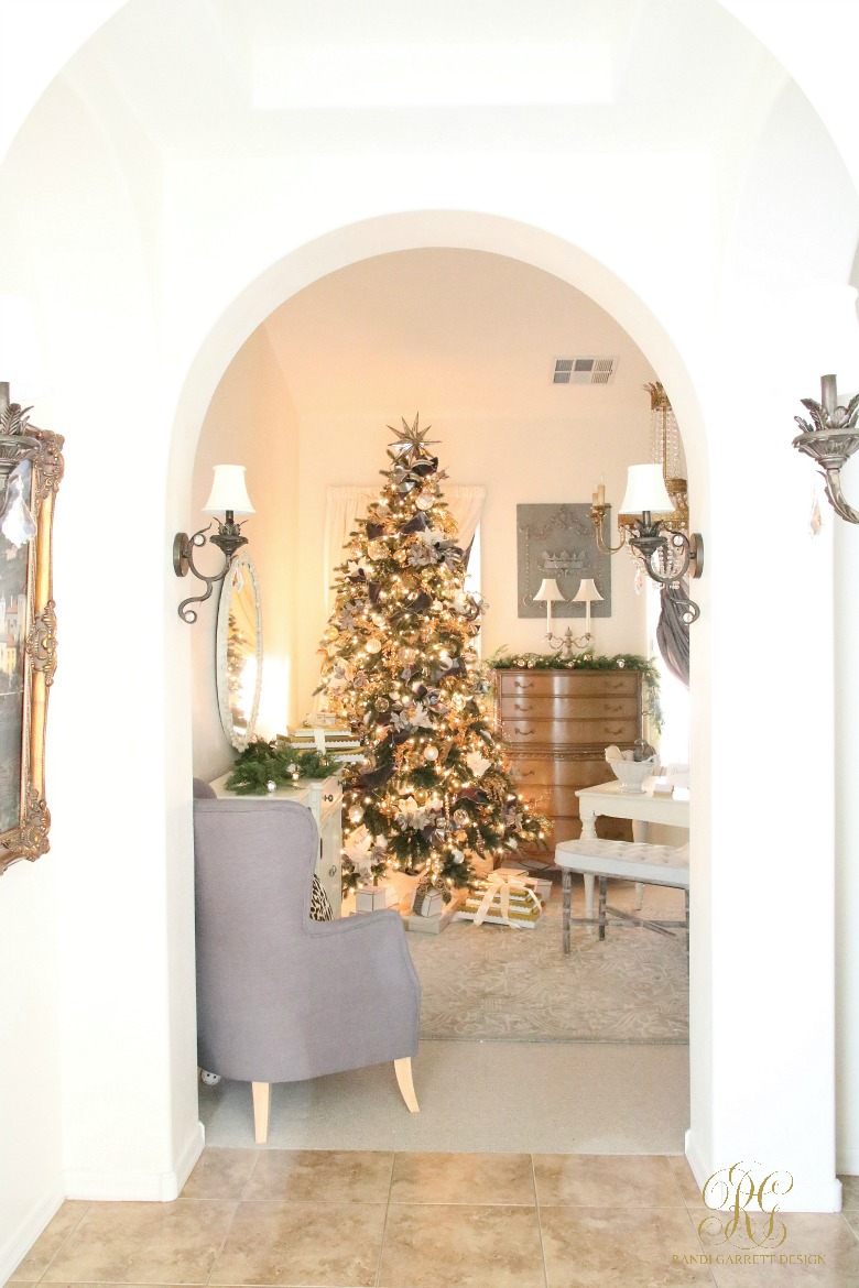 Beautiful Christmas home - love the gold tree