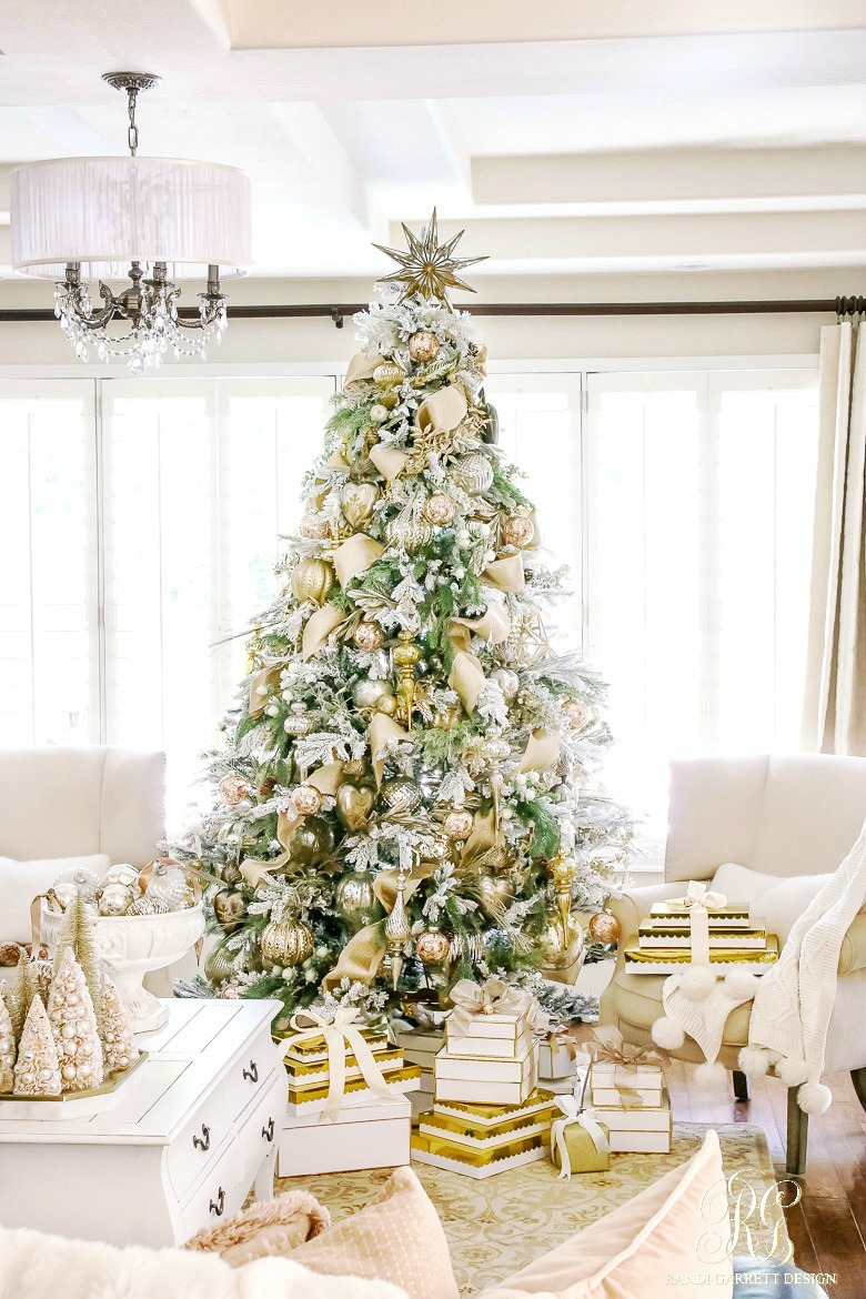 Love this metallic Christmas tree with gold gift wrap