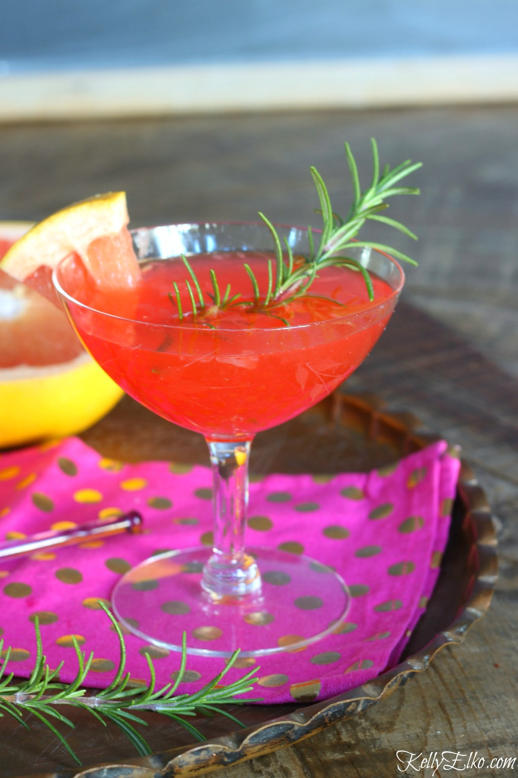 Festive Grapefruit Cocktail kellyelko.com #cocktails #grapefruit #cocktailhour #cocktailrecipes #partyfood #kellyelko