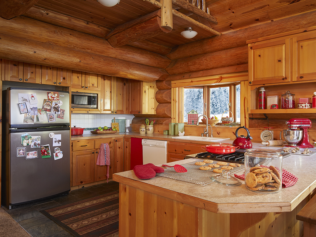 Cozy log cabin kitchen kellyelko.com