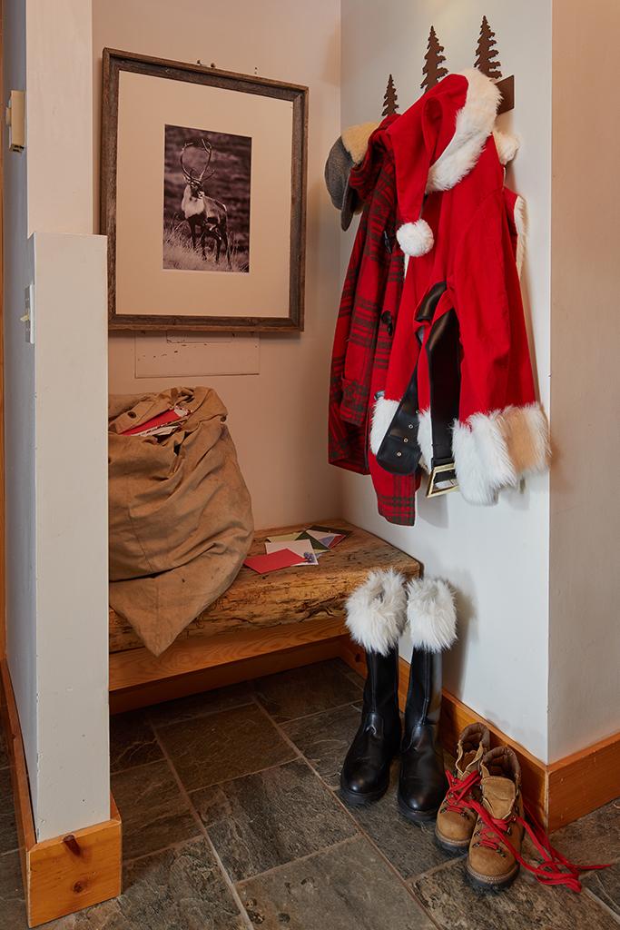Santa's mudroom kellyelko.com