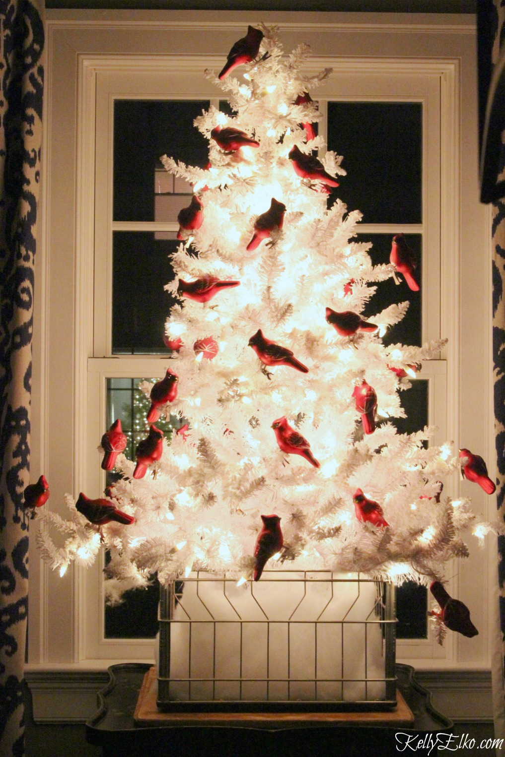 Christmas Lights at Night Home Tours - 35 homes by the glow of light - love this gorgeous white tree kellyelko.com