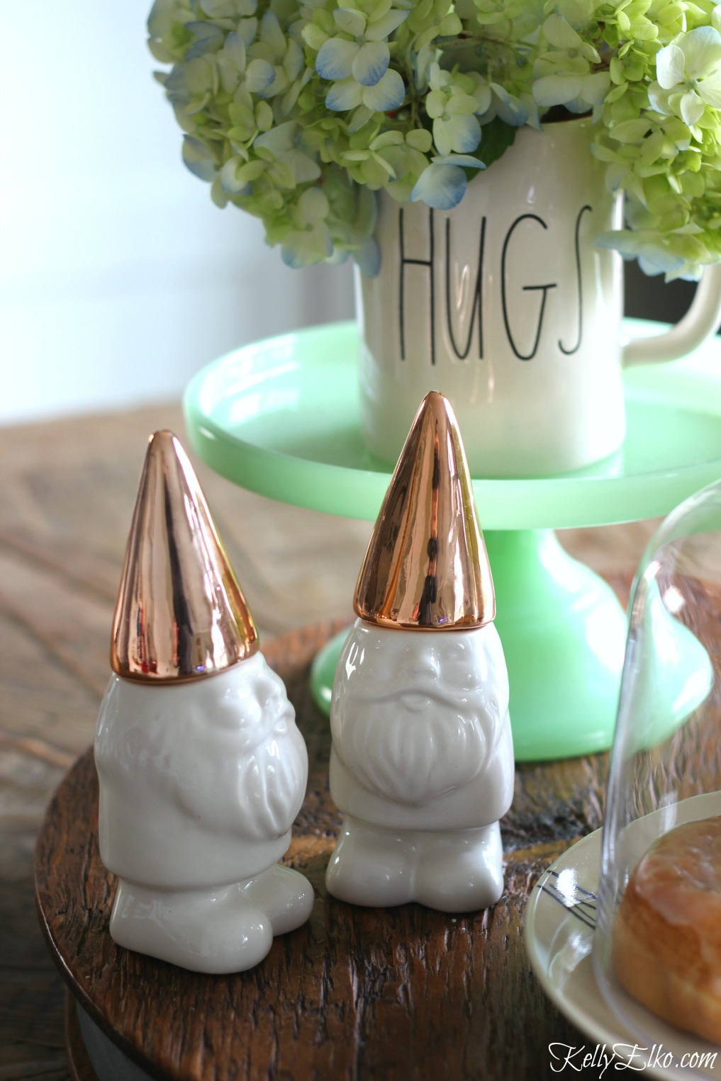 How cute is this pair of gnome salt and pepper shakers with gold hats kellyelko.com