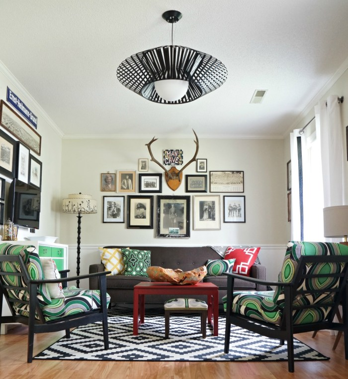 Love this black and white living room with fun pops of green