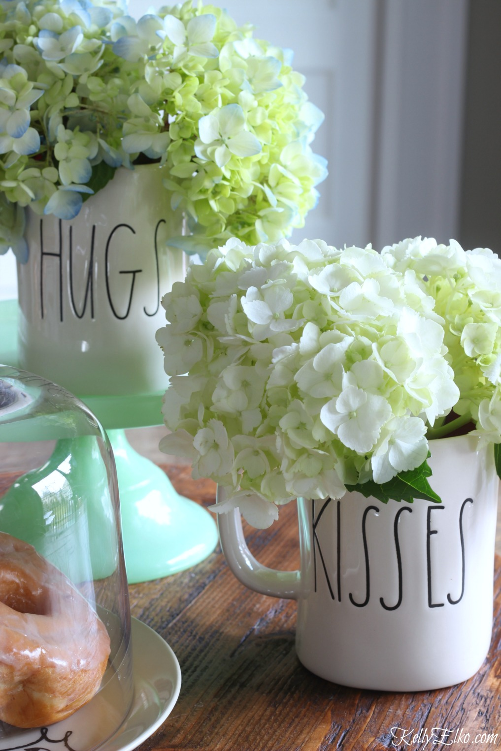 Valentine hydrangea centerpiece in fun Rae Dunn mugs kellyelko.com