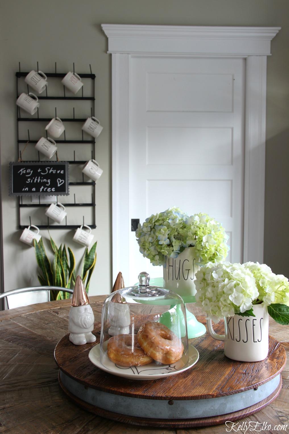 Farmhouse table centerpiece with hydrangeas kellyelko.com