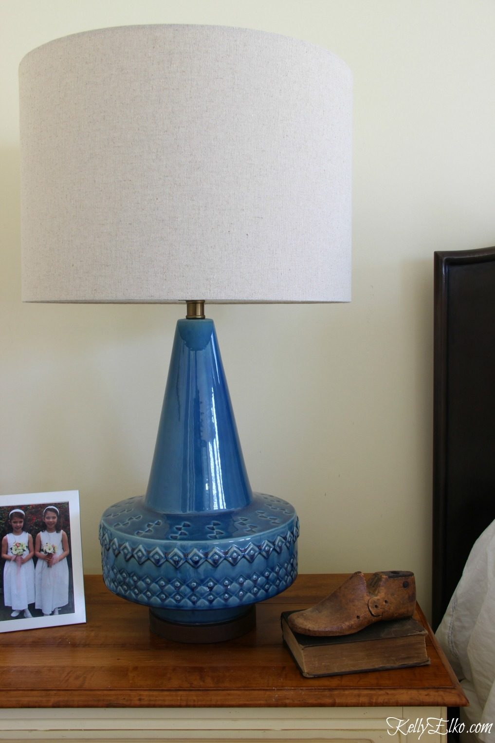 Love this mid century lamp repro - the size, shape and color are amazing! kellyelko.com