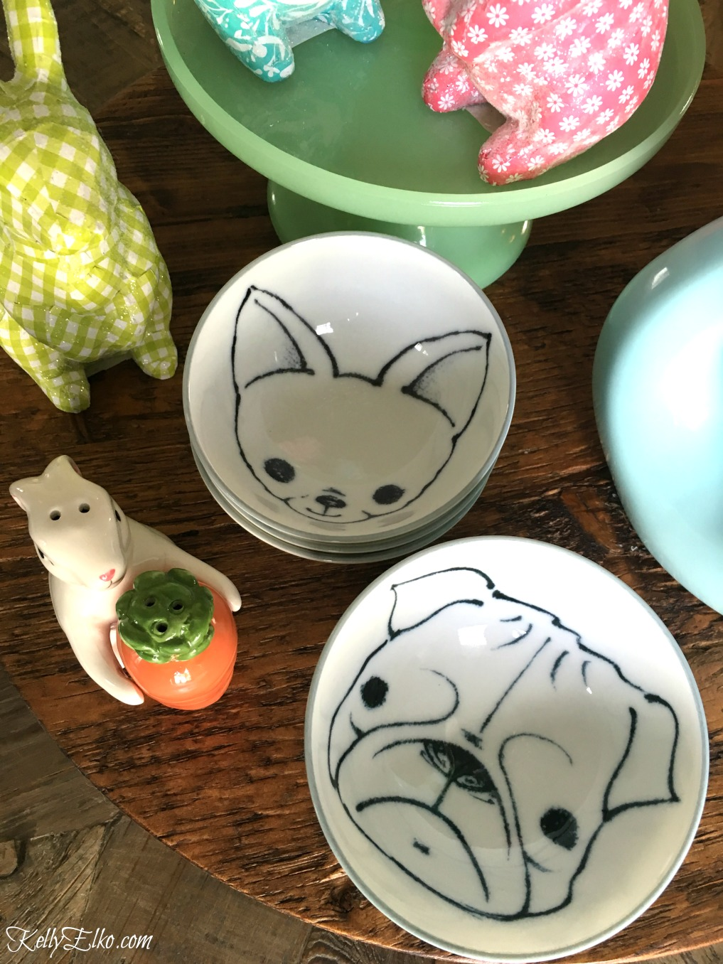 Love these adorable bowls with dogs painted on them kellyelko.com