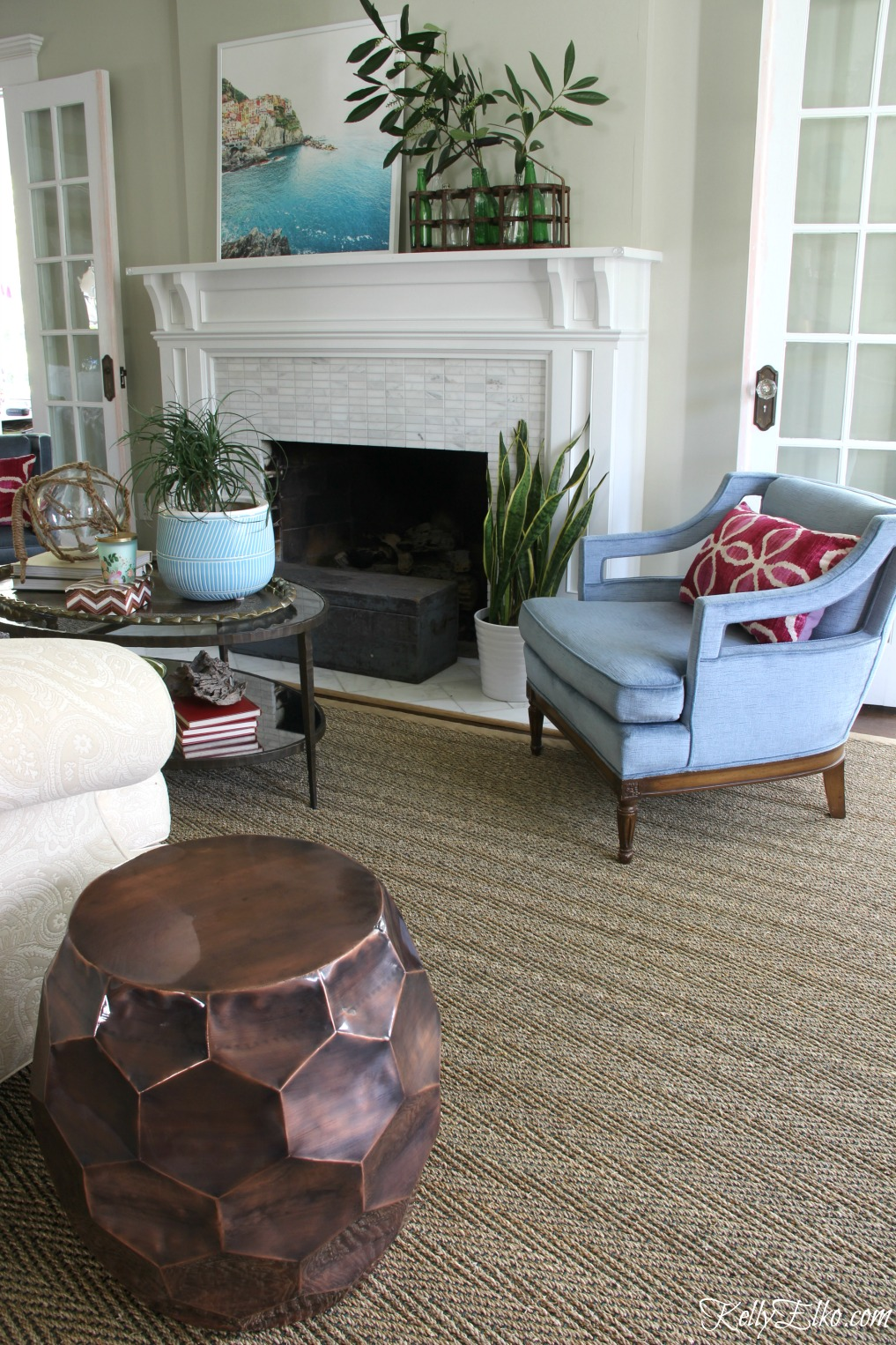 Beautiful living room in shades of blue - love the seagrass rug and vintage blue velvet chairs kellyelko.com #sisal #sisalrug #rugs #livingroomdecor #manteldecor #kellyelko