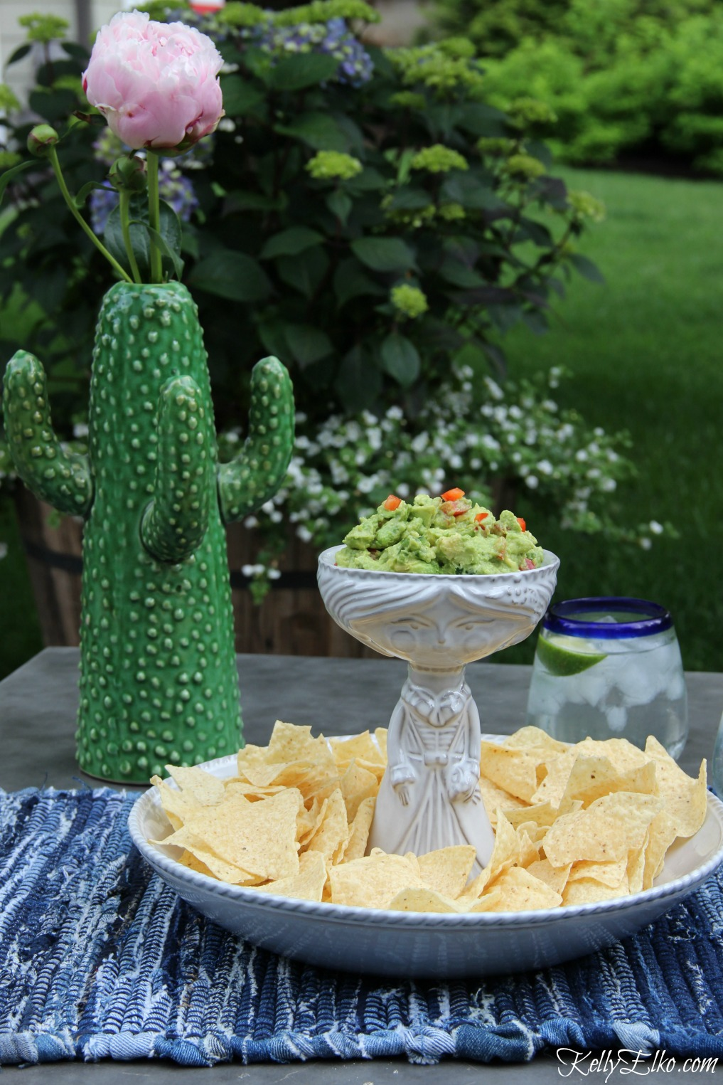 Love this recipe for red pepper jalapeno guacamole and the Senorita chip and dip bowl is fabulous! kellyelko.com