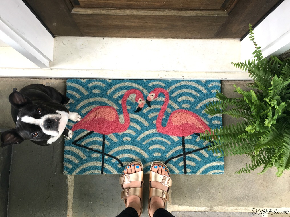 Pink flamingo doormat brightens up a porch kellyelko.com
