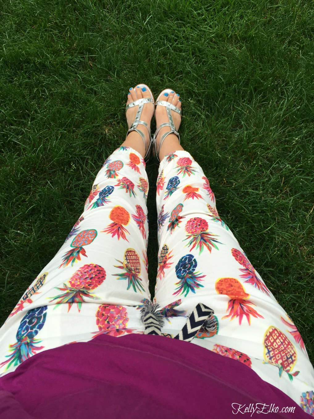 Pineapple joggers are perfect for summer - I love the fun, colorful print. Summer sale clothes 2017 kellyelko.com