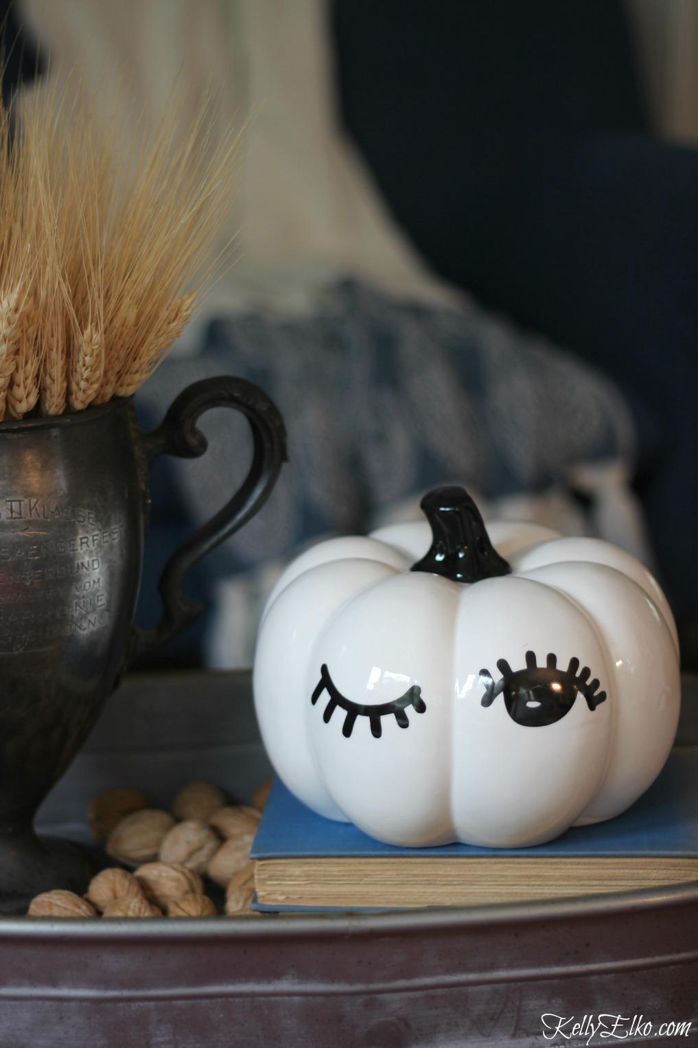 Love this winking pumpkin kellyelko.com