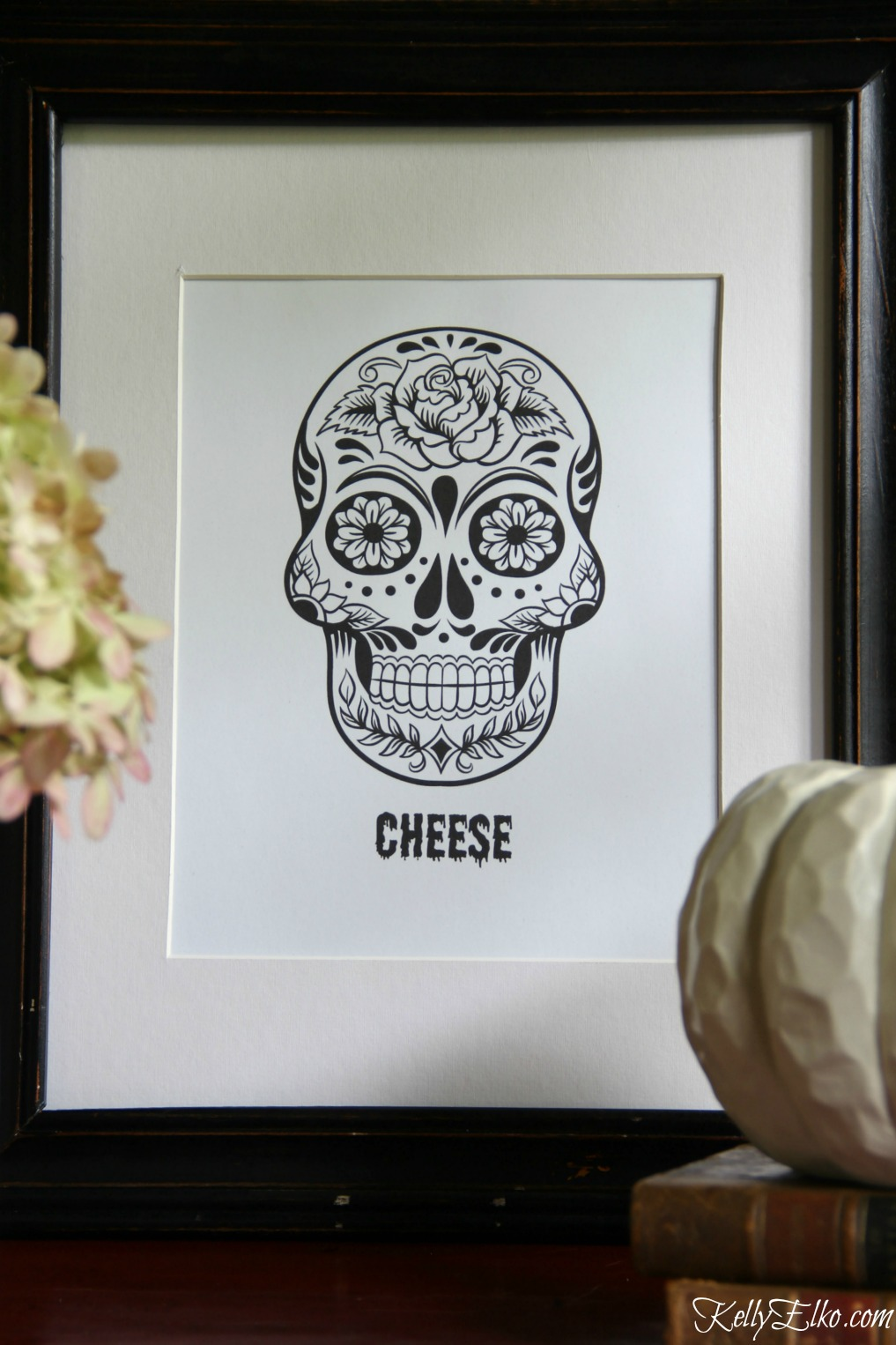 Love this sugar skull or Day of the Dead free printable for Halloween - Say Cheese! kellyelko.com