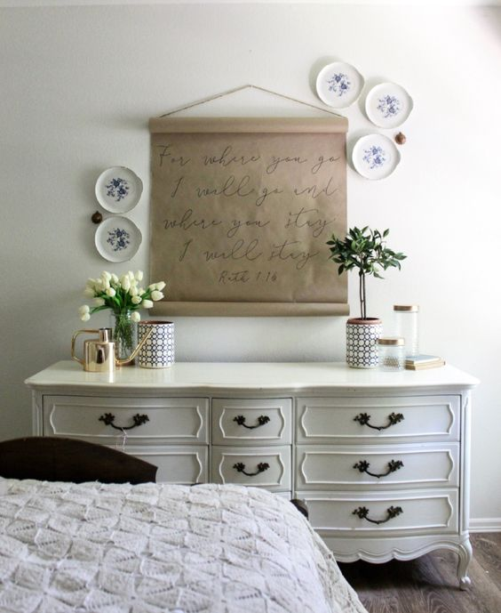 Farmhouse tour - hang a roll of butcher paper and write your favorite quote