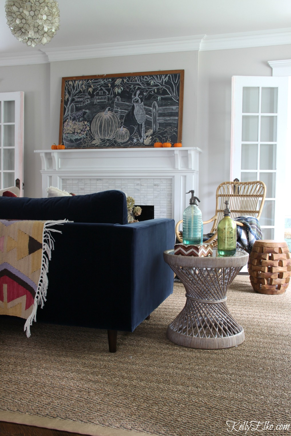 Tour this fall living room that is the perfect mix of old and new. Love the giant chalkboard art on the mantel kellyelko.com
