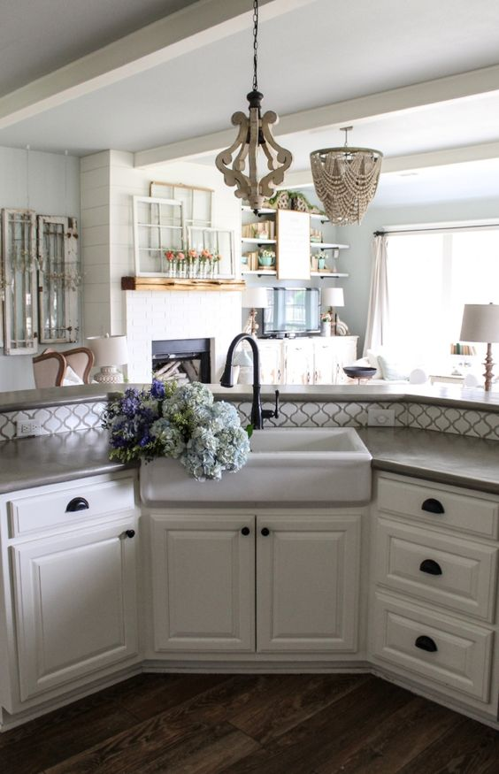 Farmhouse tour - love the farmhouse sink
