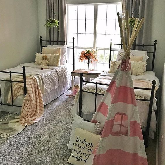 Farmhouse tour - cute little girls bedroom with pink teepee
