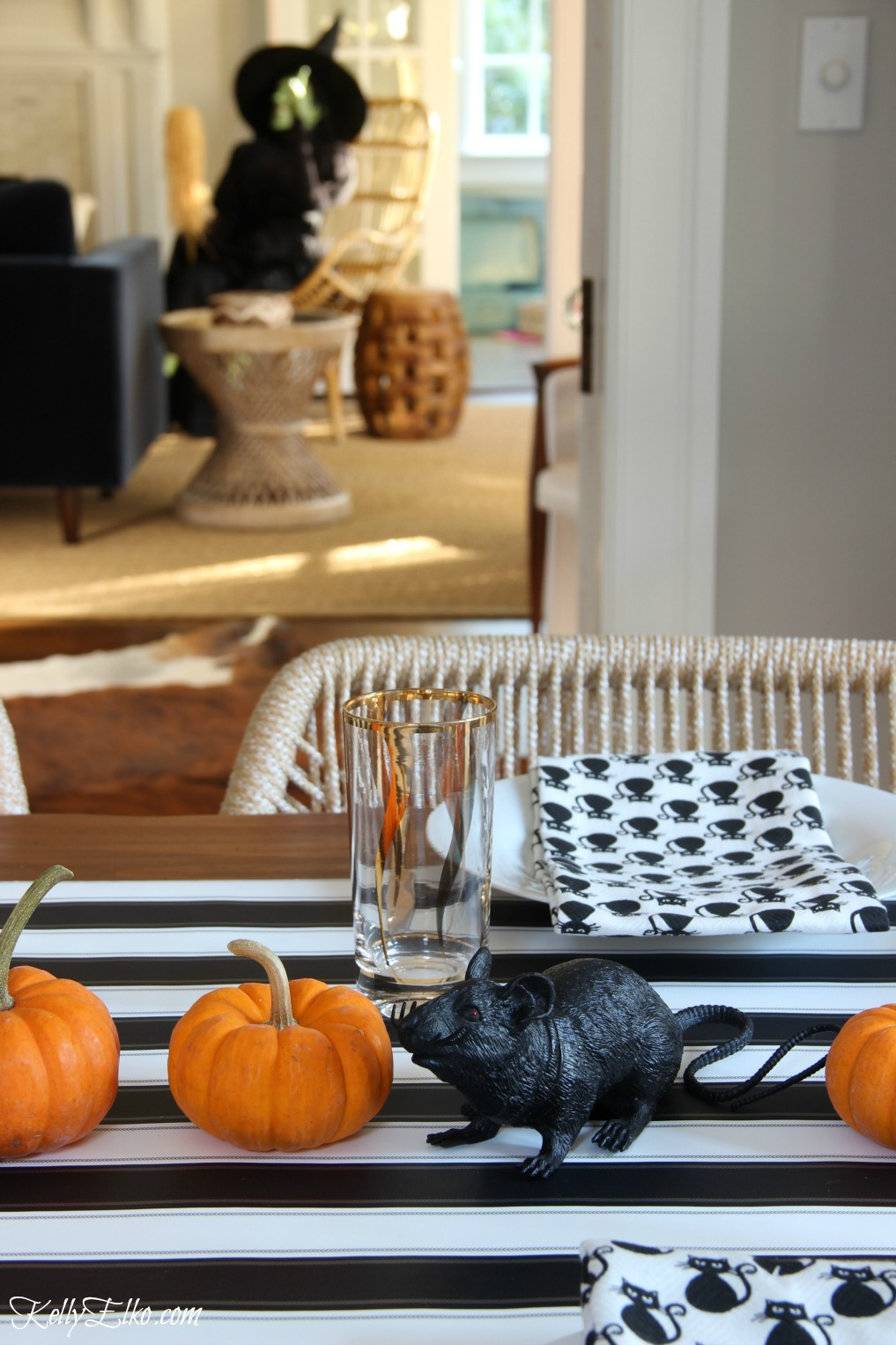 Halloween table in black and orange kellyelko.com