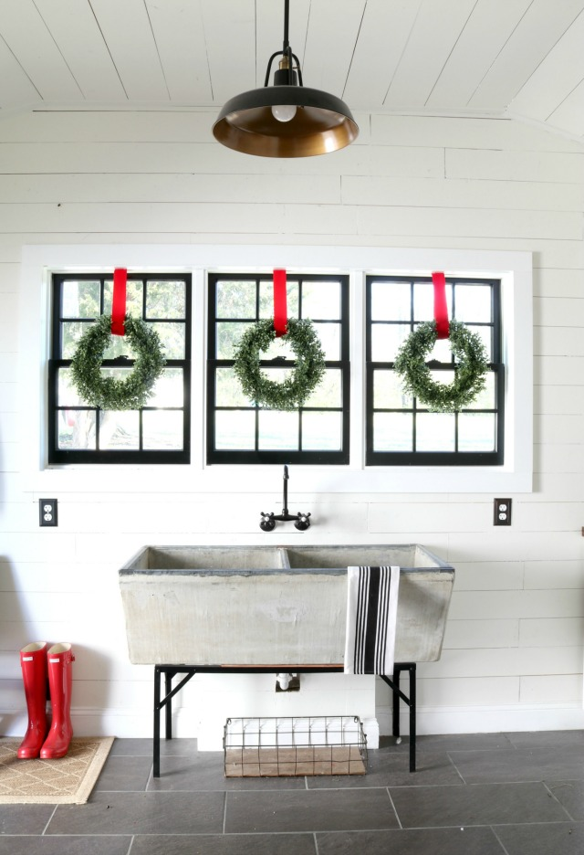 Creative Christmas Decorating Ideas - love this vintage sink