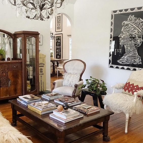 Love the Ann Carrington queen art in this stunning 1927 home tour