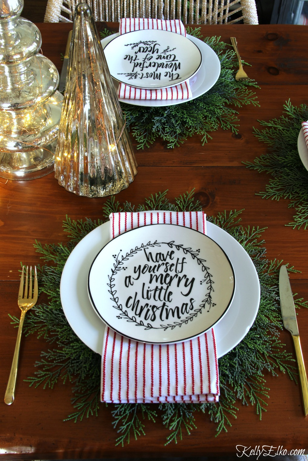 Love this Christmas table setting with cedar placemats kellyelko.com
