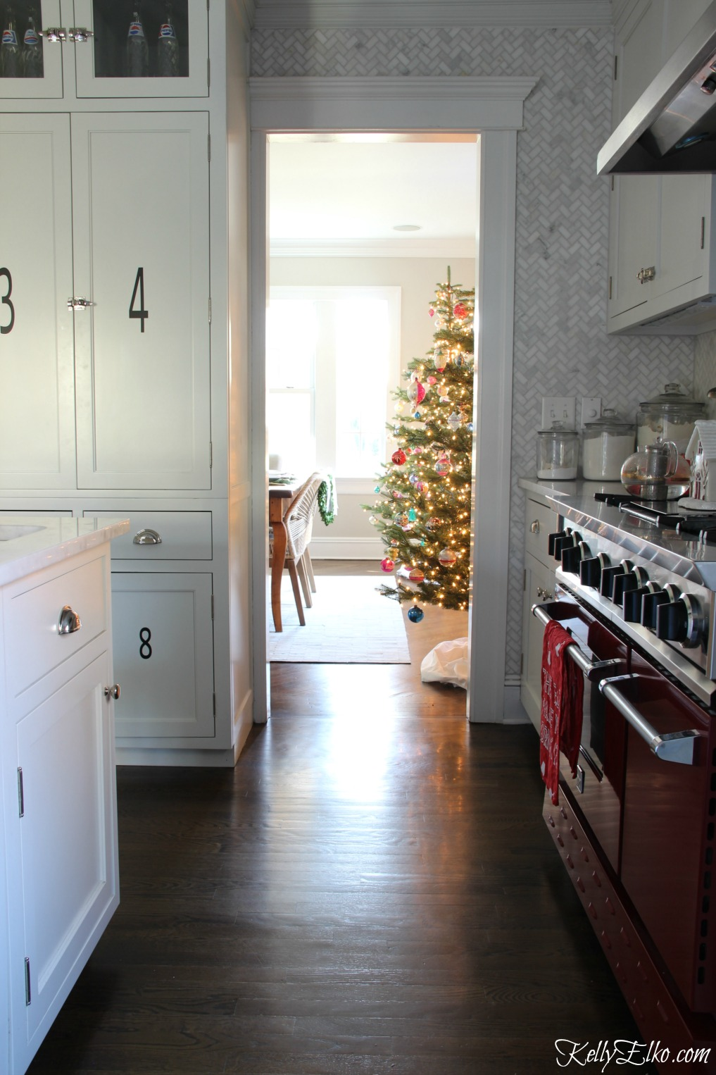 Christmas Kitchen - love the red stove kellyelko.com